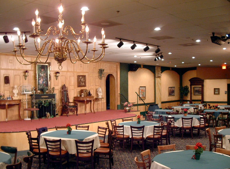 Things to Do Orlando for Adults Sleuths Mystery Dinner Theater.jpg